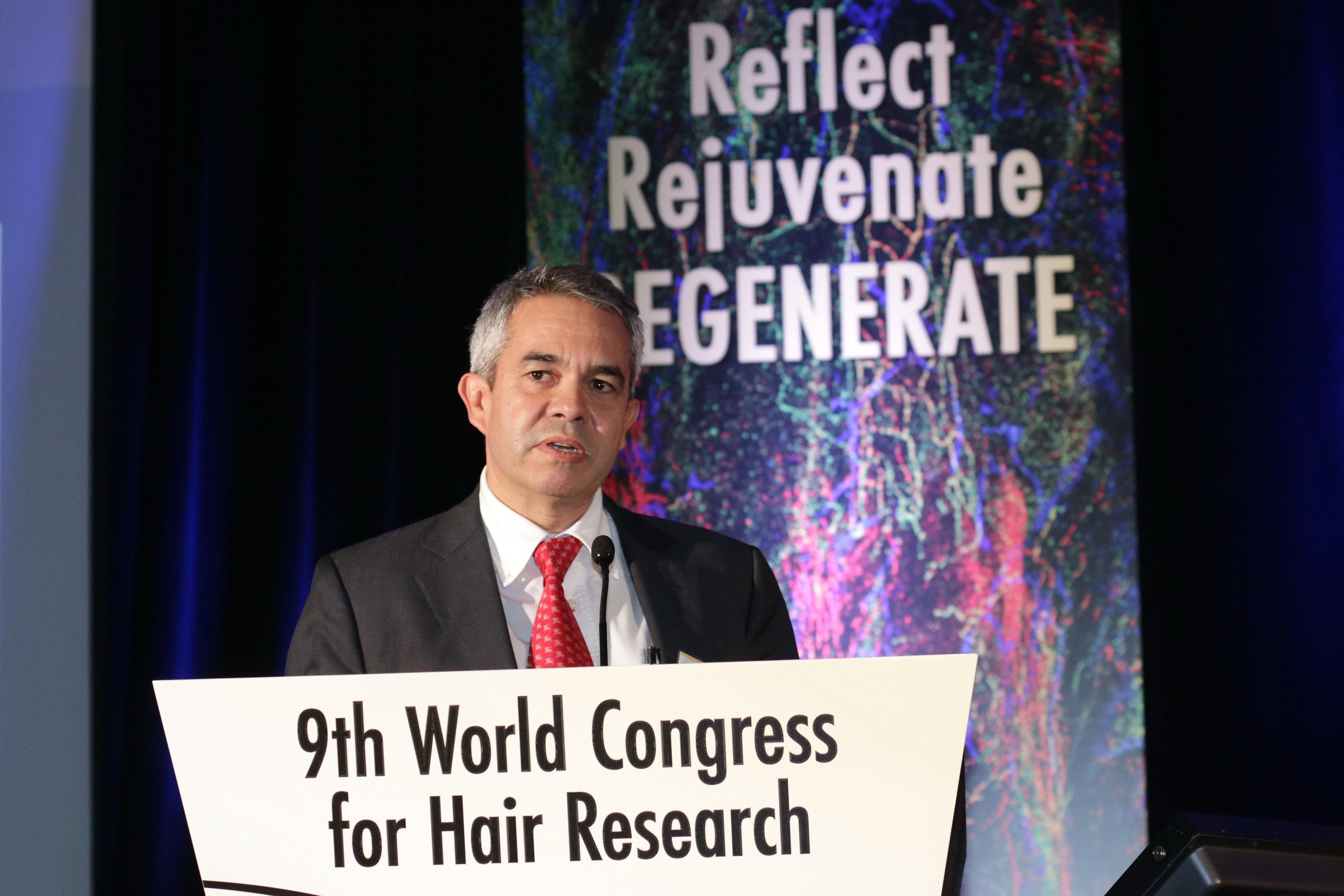 El Dr. Jiménez presenta una ponencia en el Congreso Mundial de Investigación sobre el Pelo en Miami