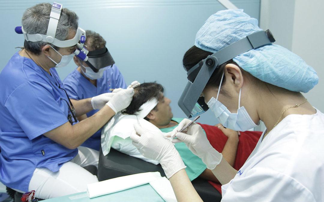El trasplante capilar, con médicos especializados
