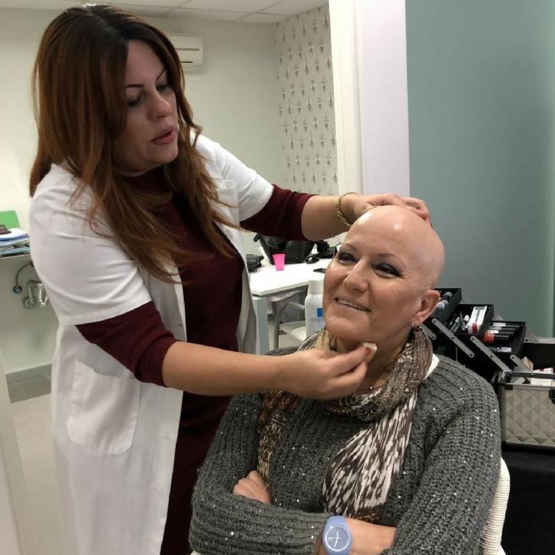 Taller de maquillaje para paciente oncológico