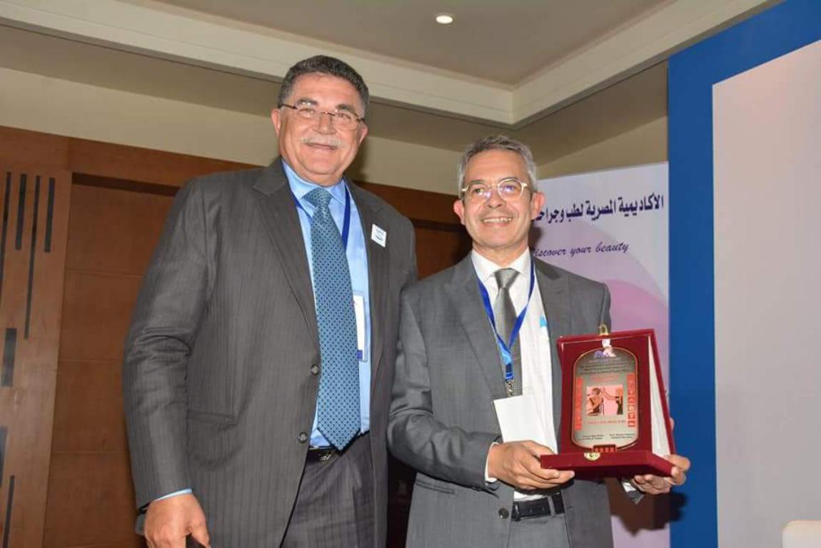 El Dr. Jiménez Acosta dirige un curso de Trasplante Capilar en Egipto